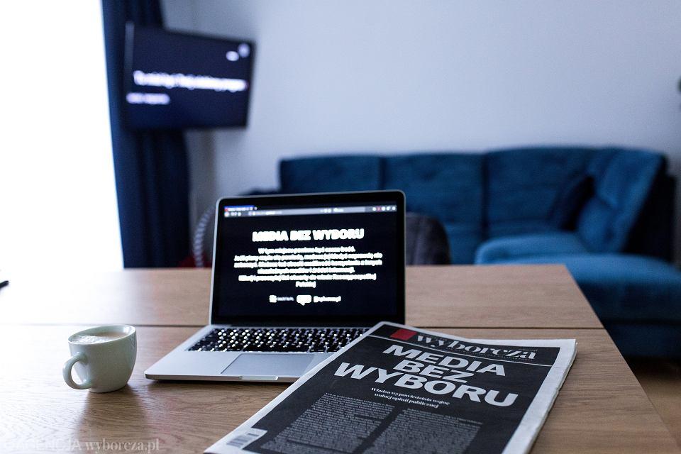 'Media bez wyboru' - protest przeciw pisowskim planom zdławienia niezależnych mediów pod pozorem nałożenia dodatkowych 'podatków od reklam'