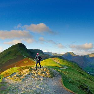 Mój pierwszy raz: bieganie w angielskich górach. Wielkich na kilkadziesiąt kilometrów. Trawa na nim poprzetykana kamieniami i skałami.