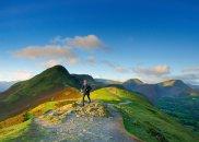 mój pierwszy raz, bieganie, Mój pierwszy raz: bieganie w angielskich górach. Wielkich na kilkadziesiąt kilometrów. Trawa na nim poprzetykana kamieniami i skałami.