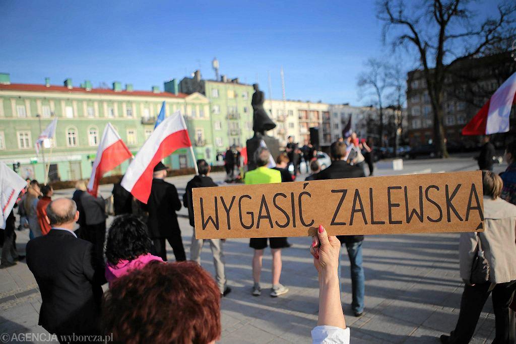 Częstochowa, pl. Biegańskiego, 31 marca 2017 r. Demonstracja przeciwko reformie edukacji