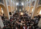 Biskup daje dyspensę od niedzielnej mszy świętej. Msza na Facebooku