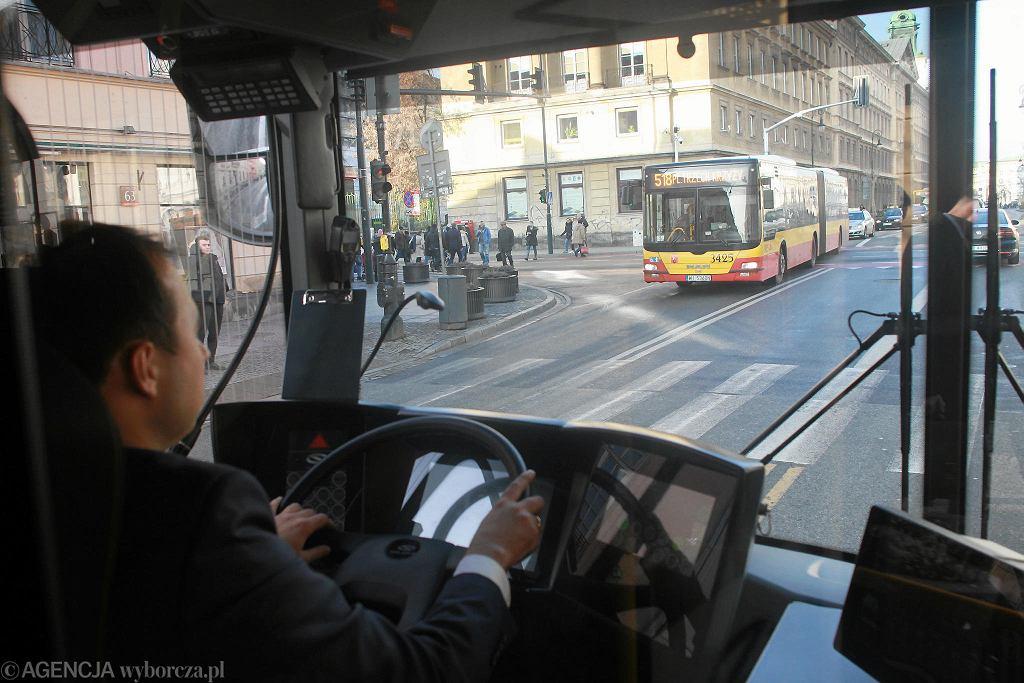 Zajezdnia Woronicza. Prezentacja pierwszego przegubowego autobusu elektrycznego