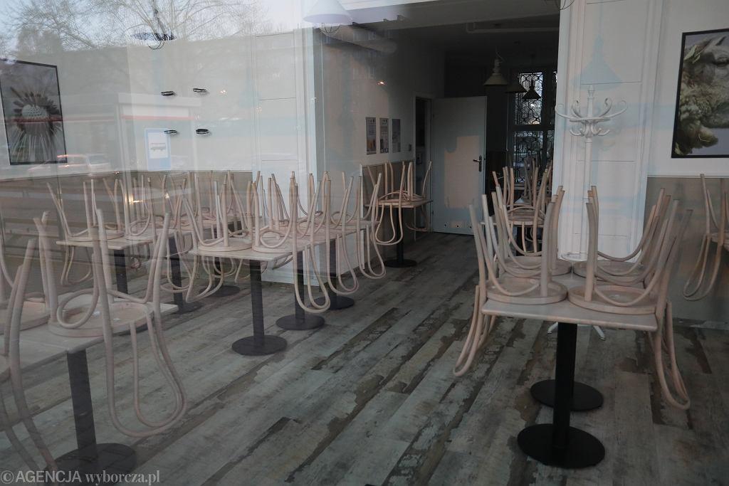 Zamknięta restauracja z powodu epidemii koronawirusa (zdjęcie ilustracyjne)