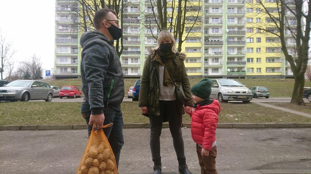 Pani Magda z synem Julianem przyjechali na Białostocką po ziemniaki od rolnika z Jakubowic
