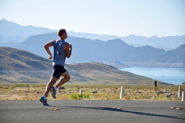 Skip to najlepszy wybór przed rozpoczęciem biegu. Warto wprowadzić ten rodzaj ćwiczeń do swojej rozgrzewki