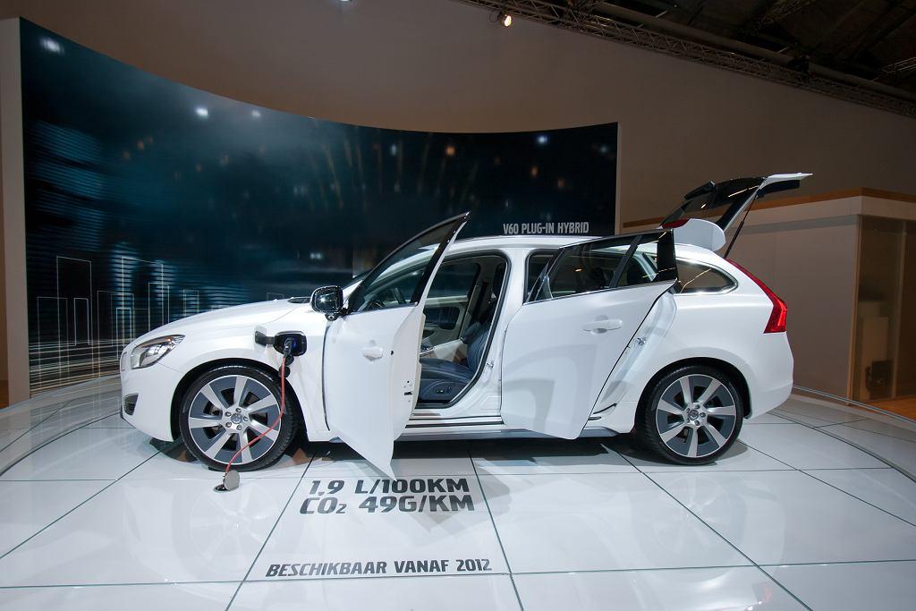 Samochód hybrydowy - jedną z propozycji jest Volvo V60 Plug-in Hybrid. Zdjęcie ilustracyjne, VanderWolf Images/shutterstock.com