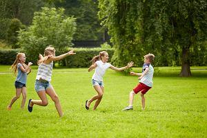 Zabawy na dworze - kilkanaście prostych pomysłów gier na świeżym powietrzu