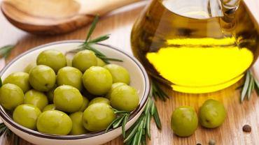 Oliwa z oliwek to nie tylko smaczny dodatek do sałatki, ale również mnóstwo cennych, nienasyconych kwasów tłuszczowych.