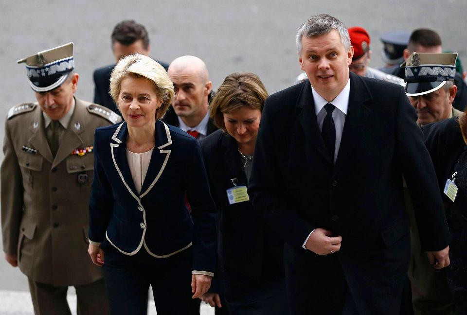Gościem honorowym tegorocznej narady kierowniczej kadry MON była minister obrony Niemiec Ursula von der Leyen. Na zdjęciu towarzyszy jej m.in. szef MON Tomasz Siemoniak