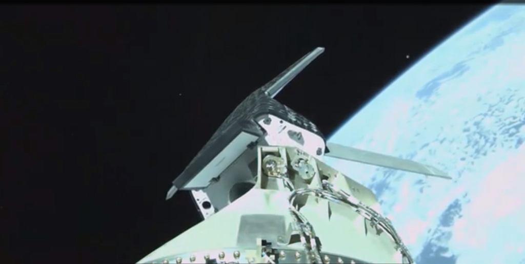 Ujęcie pokazujące oddzielanie się X-37B od rakiety nośnej