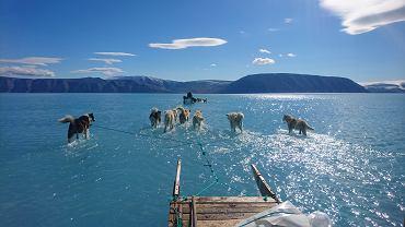 Roztopiony lądolód na Grenlandii sfotografowany przez duńskiego badacza