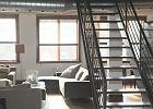 Sposoby na ciepłe akcenty w przestrzeni w stylu industrialnym