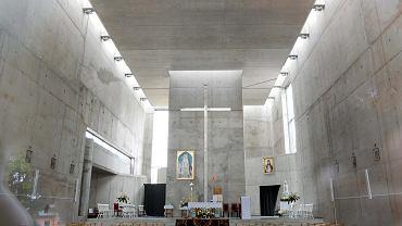 Częstochowa. Wnętrze kościoła przy ul. Rozdolnej na Mirowie zgodna z wizją architekta, przed zmianami