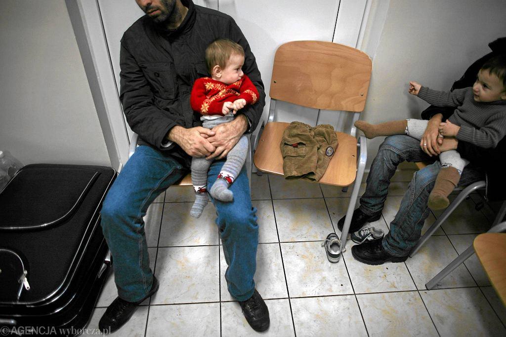 Uchodźcy z Czeczenii w ośrodku Dębak na Mazowszu 17 grudnia 2009 r.