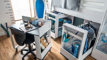 Do multifunkcyjnego łózka piętrowego można dobrać elementy uzupełniające biurko, szafki, kontenery, regał. Wszystko na kółkach.