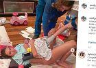 """Emily Skye urodziła trzy tygodnie przed terminem. """"Dziki poród"""" odbył się na podłodze w salonie"""