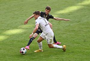 Piłkarz Augsburga zawiedziony po meczu, bo Lewandowski strzelił gola