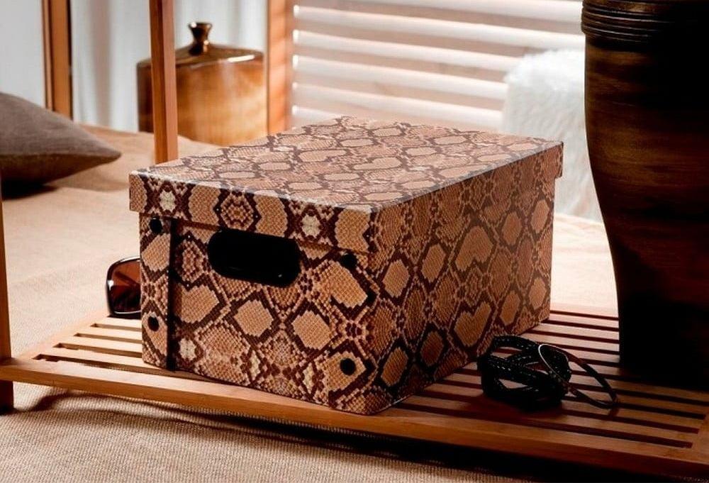 Ozdobne pudełko w modny wzór wężowej skóry
