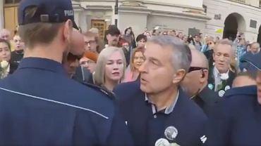 Władysław Frasyniuk odpowie za popychanie policjanta