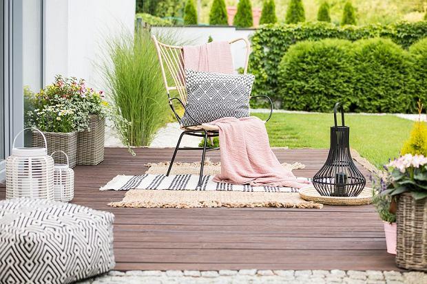 Krzesła ogrodowe rattanowe: Zalety i wady