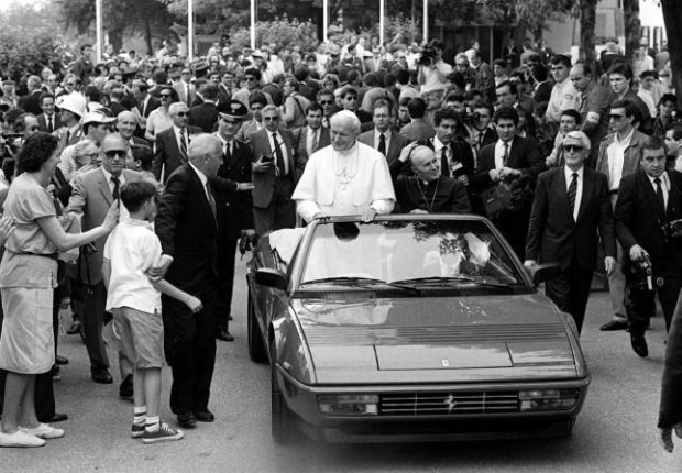 Jan Paweł II i Ferrari Mondial Cabrio