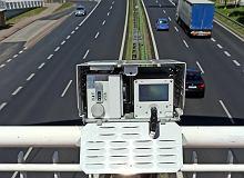 Nowy fotoradar podczas testów w Warszawie. Kontroluje sześć pasów i wyłapuje 16 wykroczeń