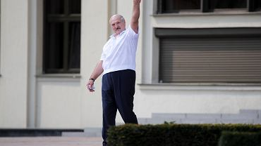 Aleksander Łukaszenka wyszedł dziś (16 sierpnia) do kilku tysięcy zwiezionych z całego kraju na wiec poparcia dla dotychczasowego prezydenta urzędników