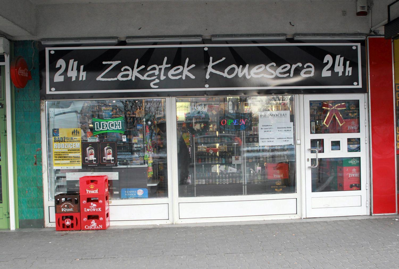 30.12.2014 Warszawa . Ulica Pulawska . Sklep monopolowy Zakatek Konesera . Fot . Przemek Wierzchowski / Agencja Gazeta .