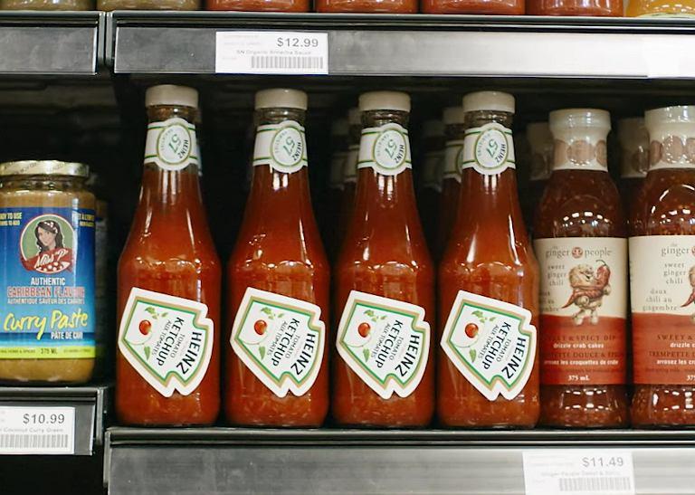 Dlaczego nalepka na butelkach Heinz w Kanadzie jest przyklejona pod skosem? Dzięki temu łatwiej wylejesz keczup