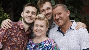 Od lewej: Igor i Mateusz, synowie państwa Sulwińskich. W środku Aneta Sulwińska, obok Dariusz, jej mąż i ojciec chłopaków