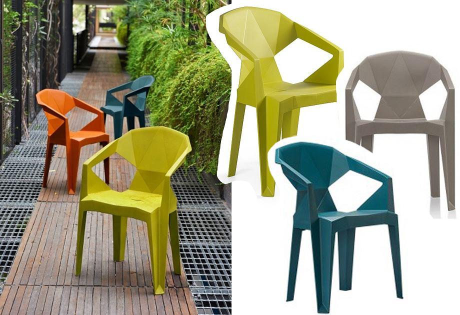 Krzesła ze sztucznego tworzywa na balkon lub taras