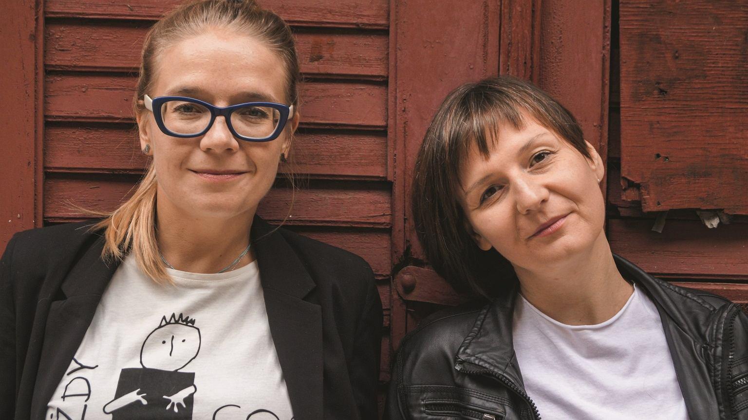 Po lewej - Anna Jurek, po prawej - Aleksandra Dulas - edukatorki seksualne