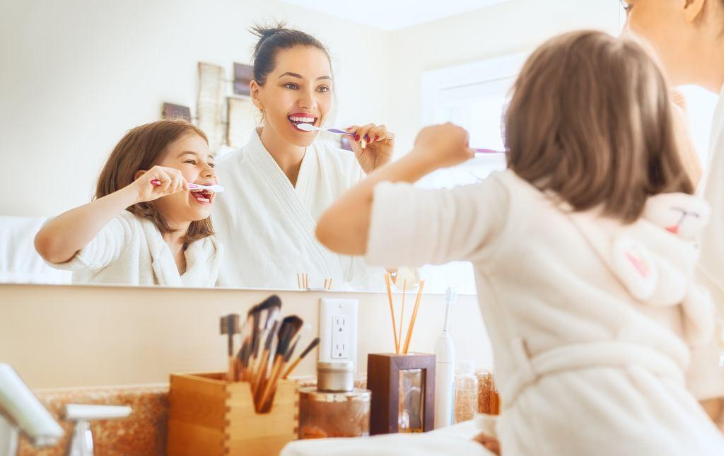Mycie zębów z mamą