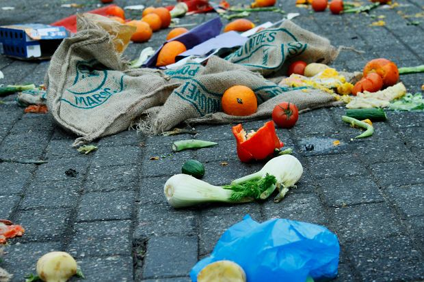 1,3 miliarda jedzenia - tyle żywności jest tracone lub wyrzucane na świecie co roku / Fot. Shutterstock.com