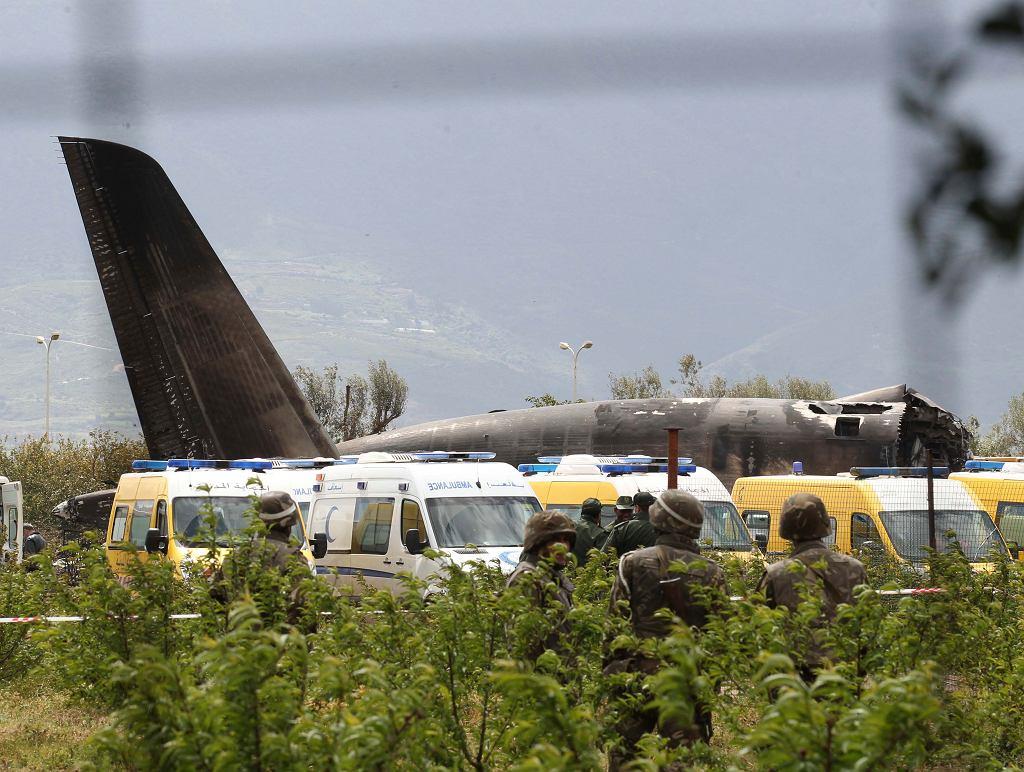 Samolot wojskowy rozbił się niedaleko Algieru. Ponad 200 osób nie żyje. Algieria, 11 kwietnia 2018