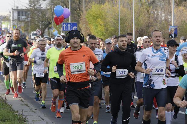 Zdjęcie numer 70 w galerii - Ponad 1200 biegaczy na starcie 37. Toruń Maraton, wygrał Łukasz Oskierko [ZDJĘCIA]