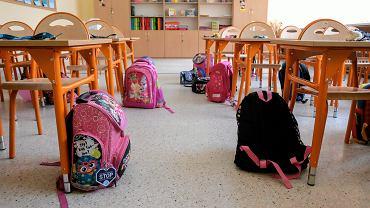 Z powodu pandemii koronawirusa coraz mniej dzieci pojawia się na lekcjach.