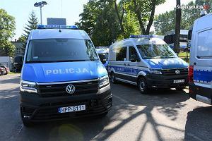Policja kupiła nowe radiowozy. To policyjne ambulanse po pół miliona każdy