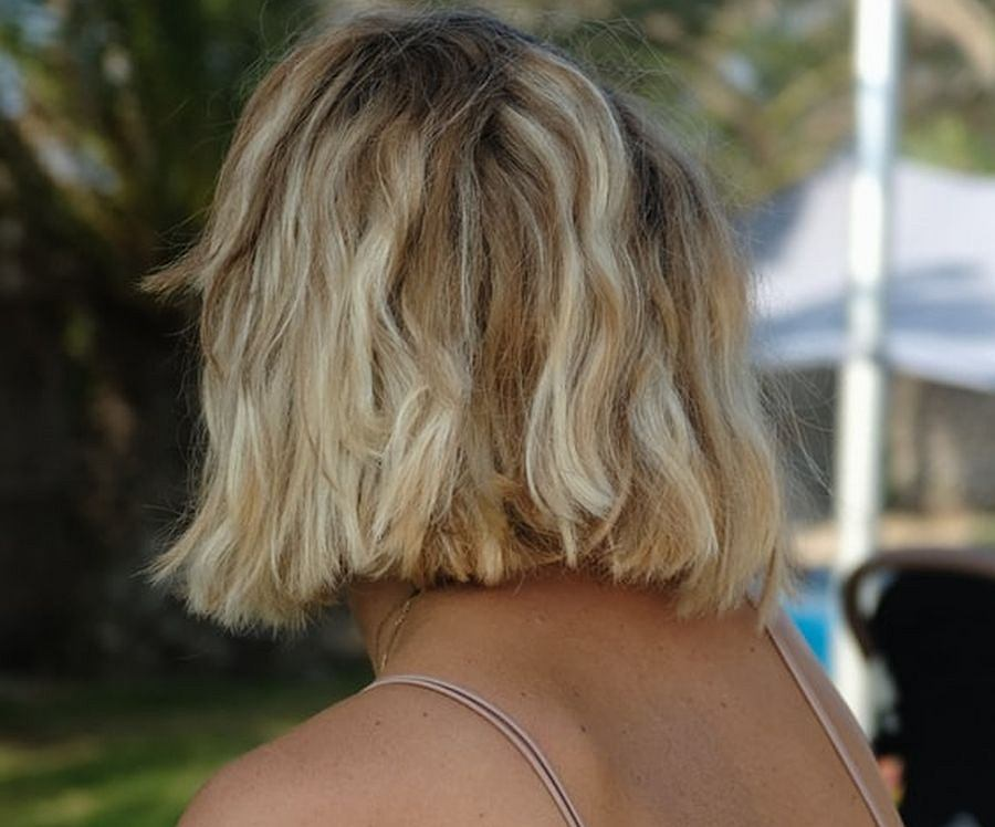 Najmodniejsze fryzury damskie na sezon jesień 2020. Niektóre z nich odmładzają, inne zaś dodają włosom objętości