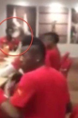 Sulley Muntari na filmiku ze zgrupowania reprezentacji Ghany