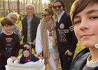 """Małgorzata Rozenek na spacerze z rodziną. Fanki zwróciły uwagę na wyraz twarzy Henia. """"Pewnie w uszy mu zimno"""""""