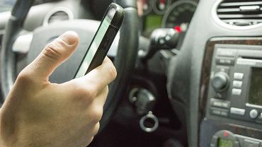 21-latek uciekł na policję przed mężczyzną, do którego żony wysyłał sms-y