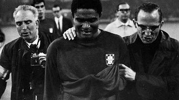 Eusebio urodził się 25 stycznia 1942 r. w stolicy dawnej kolonii portugalskiej - Mozambiku - Lourenco Marques (obecnie Maputo) jako jedno z ośmiorga dzieci w rodzinie. Tam też w latach 1957-1960 stawiał pierwsze piłkarskie kroki, grając dla lokalnego Sportingu.