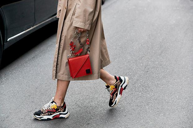 Te piękne sneakersy są wyprzedawane za grosze! Markowe modele na cały rok nawet za niecałe 100 złotych!