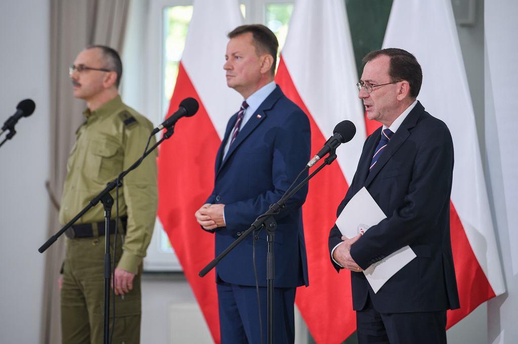 27.09.2021 Warszawa Wspólna konferencja MSWiA, MON i SG. N/z: Tomasz Praga, Mariusz Błaszczak, Mariusz Kamiński