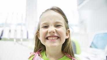 O komplecie zębów mlecznych można mówić, gdy dziecko ma ich 20