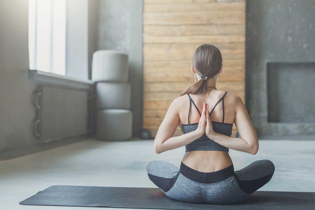 Zestaw prostych ćwiczeń może przynieść ulgę w bólu kręgosłupa.