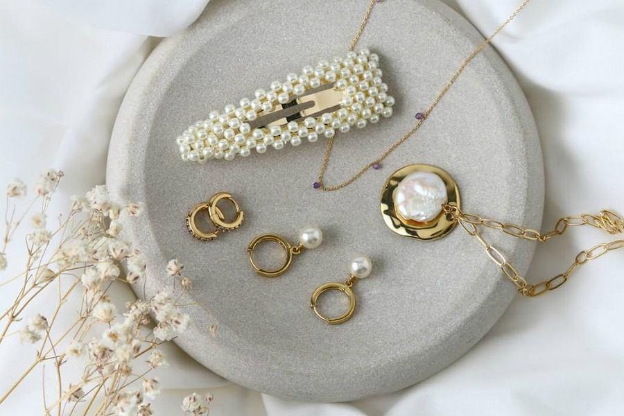 Biżuteria i akcesoria z perełkami