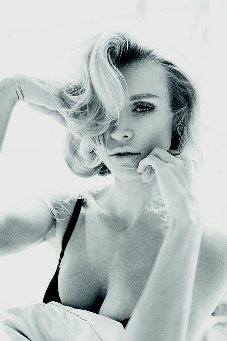 "Joanna Krupa w ""Gali"""