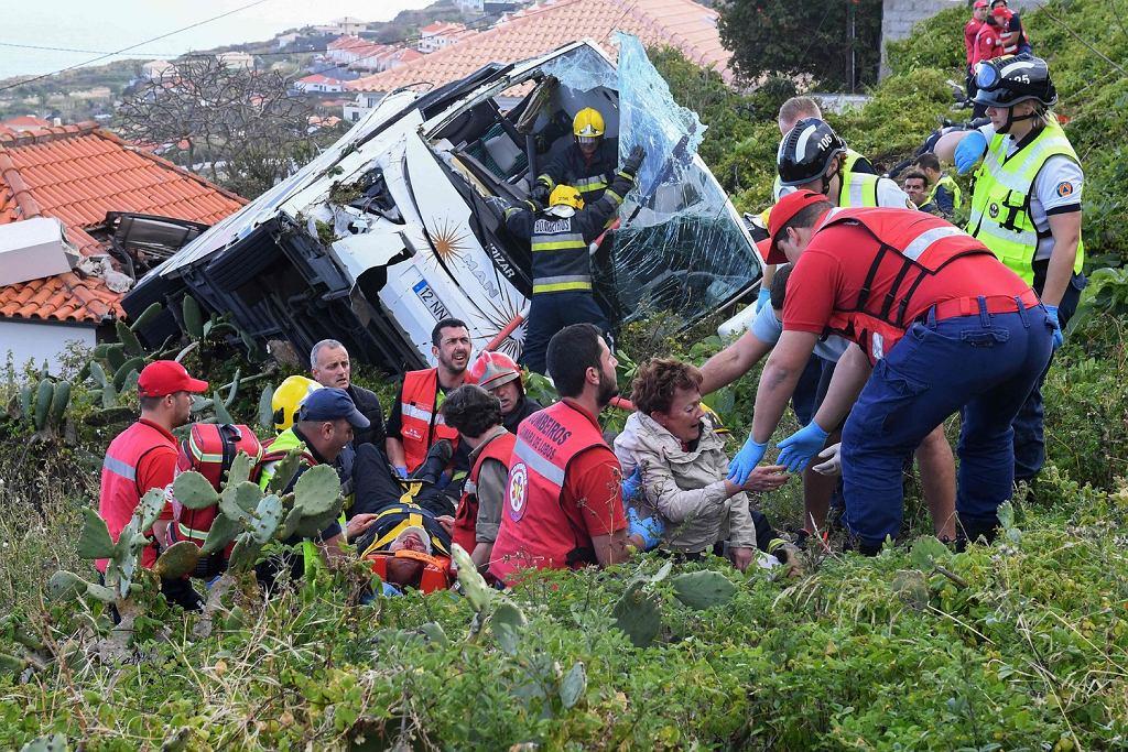 17.04.2019, Canico, katastrofa autokaru z niemieckimi turystami na portugalskiej wyspie Madera. Zginęło 28 osób.